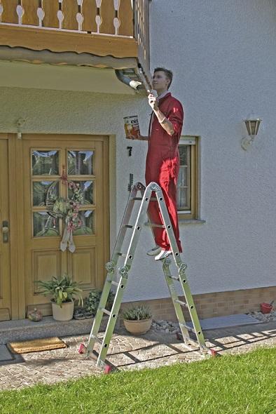 Сгъваема стълба от алуминий в позиция бояджийска KRAUSE