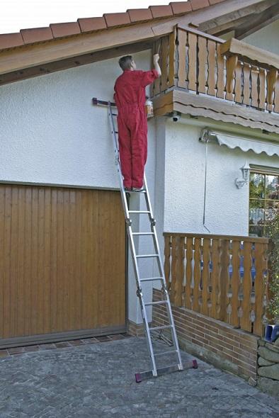 Сгъваема стълба от алуминий в позиция подпираща се KRAUSE