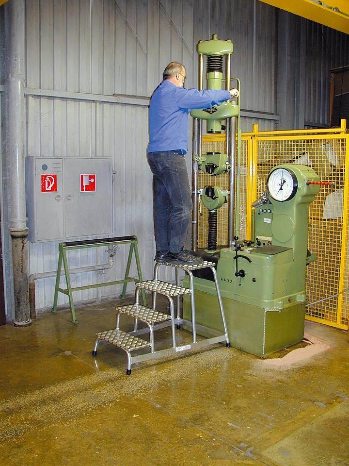 Степенка с четири рифеловани стъпала за монтаж от алуминий Krause